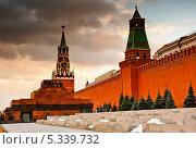 Красная площадь. Мавзолей и Спасская башня Кремля. Закат. Москва (2013 год). Стоковое фото, фотограф E. O. / Фотобанк Лори