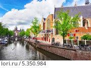 Купить «Канал в центре Амстердама, Голландия», фото № 5350984, снято 19 сентября 2013 г. (c) Vitas / Фотобанк Лори