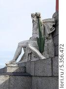 Купить «Скульптура у Ростральной колонны. Аллегория Днепр. Санкт-Петербург», эксклюзивное фото № 5356472, снято 29 сентября 2011 г. (c) Александр Щепин / Фотобанк Лори