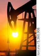 Купить «Нефтяной насос», фото № 5360908, снято 29 января 2012 г. (c) Икан Леонид / Фотобанк Лори
