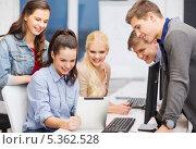 Купить «студенты что-то рассматривают на экране планшетного компьютера», фото № 5362528, снято 2 ноября 2013 г. (c) Syda Productions / Фотобанк Лори