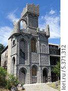 Купить «Средневековый замок с башенками», фото № 5371312, снято 3 июля 2013 г. (c) Евгений Ткачёв / Фотобанк Лори
