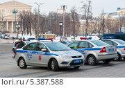 Купить «Москва. Полицейские машины в центре города», фото № 5387588, снято 7 ноября 2010 г. (c) Зобков Георгий / Фотобанк Лори