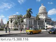 Купить «Республика Куба, Гавана, городской пейзаж, вид на здание Капитолия», фото № 5388116, снято 19 октября 2018 г. (c) Игорь Долгов / Фотобанк Лори
