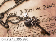 Ключ и ноты. Стоковое фото, фотограф Анастасия Кунденкова / Фотобанк Лори