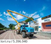 Спецтехника, Авто-вышка ПМС 32, фото № 5396940, снято 15 августа 2013 г. (c) Геннадий Соловьев / Фотобанк Лори