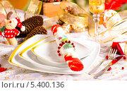 Купить «Новогодняя сервировка стола», фото № 5400136, снято 16 декабря 2013 г. (c) Лариса Миронец / Фотобанк Лори