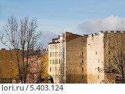 Купить «Старые жилые дома. Санкт-Петербург», эксклюзивное фото № 5403124, снято 12 октября 2013 г. (c) Александр Щепин / Фотобанк Лори