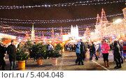 Купить «Новогодняя ярмарка на Красной площади», эксклюзивный видеоролик № 5404048, снято 19 декабря 2013 г. (c) Алёшина Оксана / Фотобанк Лори