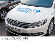 Купить «Автомобиль с  Олимпийской символикой на капоте», эксклюзивное фото № 5406744, снято 30 ноября 2013 г. (c) Володина Ольга / Фотобанк Лори
