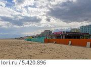 Купить «Песочный пляж Адриатического моря. Римини. Италия», фото № 5420896, снято 3 ноября 2013 г. (c) Евгений Ткачёв / Фотобанк Лори