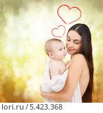 Купить «счастливая мать держит на руках своего малыша», фото № 5423368, снято 22 декабря 2007 г. (c) Syda Productions / Фотобанк Лори