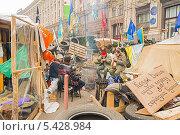 Купить «Обед в лагере протестующих в центре Киева во время массовых акций протеста», фото № 5428984, снято 19 декабря 2013 г. (c) Алексей Сергеев / Фотобанк Лори