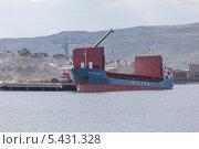 """Погрузка судна """"Wilson Leer"""" в Киркенесе (2013 год). Редакционное фото, фотограф Алексей Шматков / Фотобанк Лори"""
