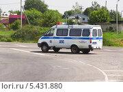 Купить «Микроавтобус ДПС на дороге в Муроме», эксклюзивное фото № 5431880, снято 24 мая 2013 г. (c) Алёшина Оксана / Фотобанк Лори