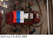 Панихида по Михаилу Калашникову  в храме Ижевска (2013 год). Редакционное фото, фотограф Dmitry Barmin / Фотобанк Лори