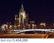 Высотное здание на котельнической набережной ночью (2010 год). Редакционное фото, фотограф Алексей Горбунов / Фотобанк Лори