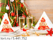 Купить «Новогодняя сервировка стола», фото № 5441752, снято 16 декабря 2013 г. (c) Лариса Миронец / Фотобанк Лори