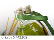 Масло в бутылках с лентой. Стоковое фото, фотограф Артём Садовников / Фотобанк Лори