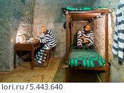 Купить «Город Углич. Музей тюремного искусства. Тюремная камера», эксклюзивное фото № 5443640, снято 8 декабря 2013 г. (c) Сергей Лаврентьев / Фотобанк Лори