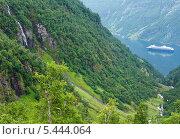 Купить «Гейрангер-фьорд летом. Норвегия», фото № 5444064, снято 17 июля 2013 г. (c) Юрий Брыкайло / Фотобанк Лори
