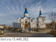 Купить «Свято-Введенский православный храм», эксклюзивное фото № 5445352, снято 9 октября 2013 г. (c) Алексей Шматков / Фотобанк Лори