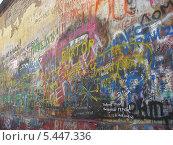 Купить «Стена Виктора Цоя Старом Арбате, Москва», эксклюзивное фото № 5447336, снято 4 сентября 2008 г. (c) lana1501 / Фотобанк Лори