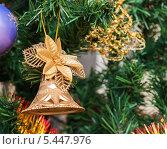 Ёлочные игрушки висят на ёлке. Стоковое фото, фотограф Игорь Низов / Фотобанк Лори