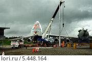 Купить «Большой транспортный самолёт на погрузке», фото № 5448164, снято 2 июля 2020 г. (c) oleg savichev / Фотобанк Лори