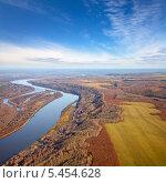 Купить «Река в сельской местности, вид сверху», фото № 5454628, снято 23 октября 2013 г. (c) Владимир Мельников / Фотобанк Лори