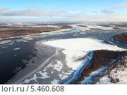 Купить «Большая река во время ледохода», фото № 5460608, снято 20 ноября 2013 г. (c) Владимир Мельников / Фотобанк Лори