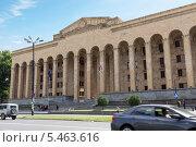 Купить «Здание парламента Грузии в центре Тбилиси», фото № 5463616, снято 3 июля 2013 г. (c) Евгений Ткачёв / Фотобанк Лори