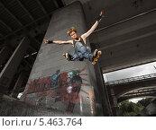 Купить «Спортсмен на роликах в прыжке», фото № 5463764, снято 1 августа 2009 г. (c) Станислав Фридкин / Фотобанк Лори