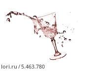 Купить «Всплеск жидкость и бокал», фото № 5463780, снято 29 июля 2009 г. (c) Станислав Фридкин / Фотобанк Лори