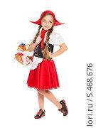 Купить «Девочка в костюме Красной Шапочки», фото № 5468676, снято 8 ноября 2013 г. (c) Сергей Сухоруков / Фотобанк Лори