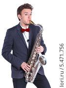 Купить «Мужчина играет на саксофоне», фото № 5471756, снято 11 января 2014 г. (c) Максим Топчий / Фотобанк Лори