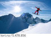Купить «Сноубордист в воздухе», фото № 5478856, снято 9 января 2014 г. (c) Анатолий Типляшин / Фотобанк Лори