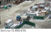 Купить «Бетономешалка на строительной площадке», видеоролик № 5490616, снято 15 января 2014 г. (c) Кекяляйнен Андрей / Фотобанк Лори