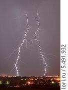Молнии в небе над Рязанью. Стоковое фото, фотограф Сергей Рудаков / Фотобанк Лори