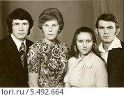 Купить «Семейный портрет», эксклюзивное фото № 5492664, снято 26 февраля 2020 г. (c) Михаил Ворожцов / Фотобанк Лори