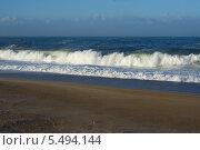 Купить «Атлантический океан и пляж в Назаре Португалия», фото № 5494144, снято 29 декабря 2013 г. (c) Татьяна Кахилл / Фотобанк Лори