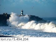 Купить «Маяк в Назаре Португалия и атлантический океан», фото № 5494204, снято 29 декабря 2013 г. (c) Татьяна Кахилл / Фотобанк Лори