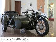 Купить «Советский тяжёлый мотоцикл М-72 с коляской в павильоне музея военной техники «Боевая слава Урала», город Верхняя Пышма», эксклюзивное фото № 5494968, снято 29 мая 2013 г. (c) Алексей Гусев / Фотобанк Лори