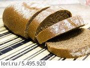 Купить «Нарезанный хлеб на бамбуковой салфетке», фото № 5495920, снято 17 января 2014 г. (c) Геннадий Федоров / Фотобанк Лори