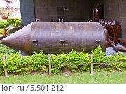 Купить «Американская бомба BLU-82 во дворе Музея Жертв Войны. Хошимин, Вьетнам», фото № 5501212, снято 18 сентября 2013 г. (c) Иван Марчук / Фотобанк Лори