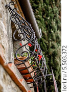 Купить «Кованая решетка на окне итальянской виллы в Тоскане», эксклюзивное фото № 5503372, снято 21 ноября 2017 г. (c) Ирина Мойсеева / Фотобанк Лори