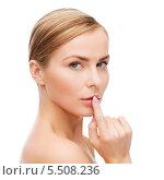Купить «Блондинка касается указательным пальцем губ», фото № 5508236, снято 5 декабря 2013 г. (c) Syda Productions / Фотобанк Лори