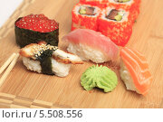 Купить «Японская кухня. Разные суши и роллы с вассаби на деревянной поверхности», эксклюзивное фото № 5508556, снято 20 января 2014 г. (c) Яна Королёва / Фотобанк Лори