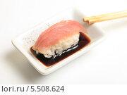 Купить «Суши с тунцом, палочки и соевый соус. Японская кухня», эксклюзивное фото № 5508624, снято 20 января 2014 г. (c) Яна Королёва / Фотобанк Лори