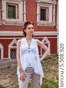 Купить «Девушка в белом с украшениями», фото № 5508920, снято 18 июля 2013 г. (c) Александра Орехова / Фотобанк Лори